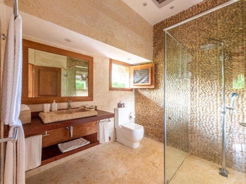 Veranda Room West Bathroom