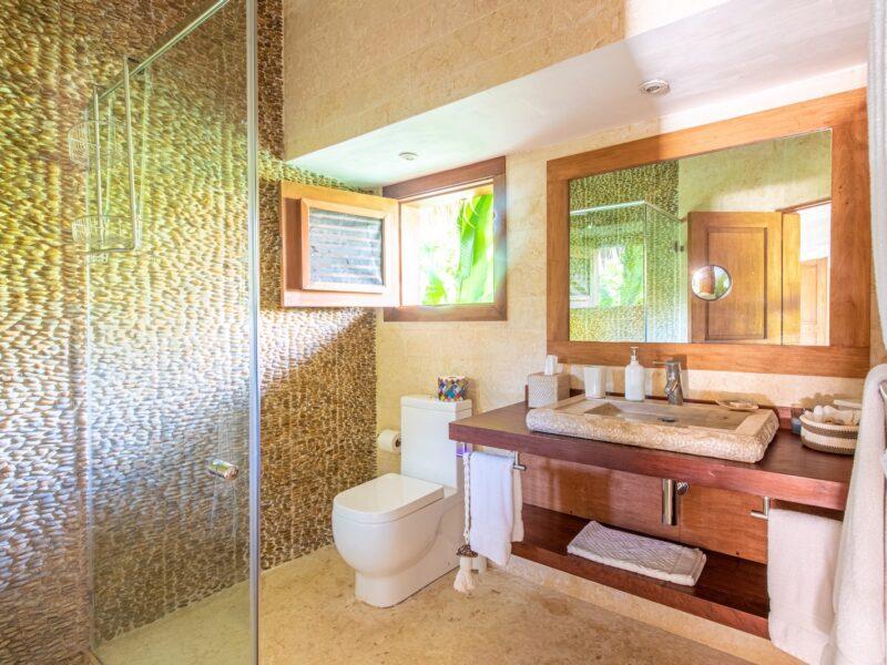 Veranda Room East Bathroom